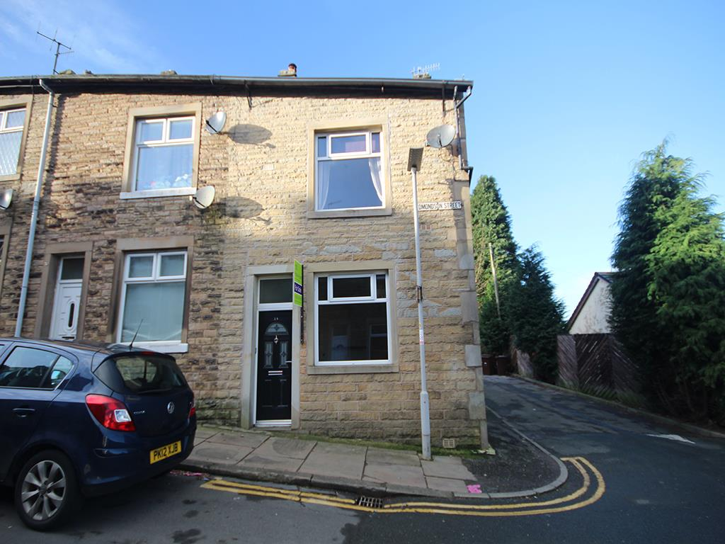 2 bedroom end terrace house For Sale in Barnoldswick - Property photograph